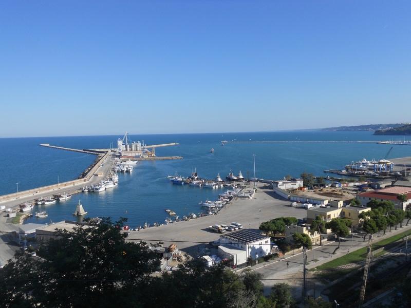 Foto panoramica del Porto di Ortona