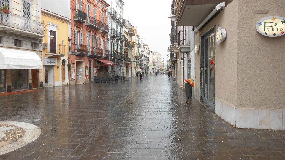 Foto di Biagio Catena: la pioggia sul corso