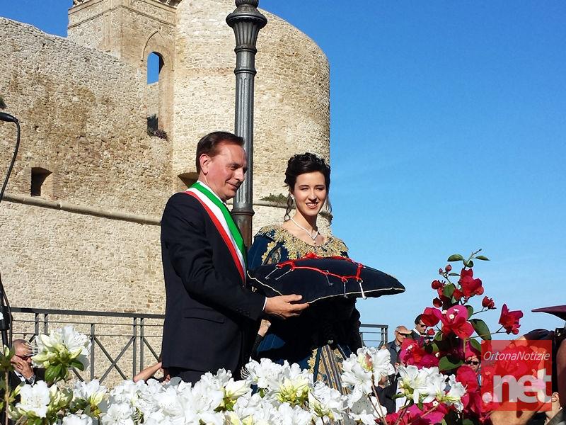Ortona, Perdono 2015 - Corteo Storico della Dama delle Chiavi, il Sindaco Enzo D'Ottavio Consegna le Chiavi d'Argento a Cristiana Di Deo
